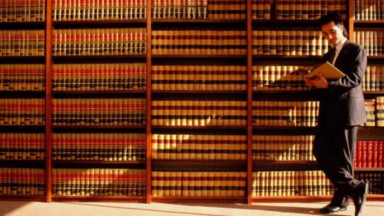 Kompetencje notariusza, a jego dotychczasowe doświadczenie zawodowe.