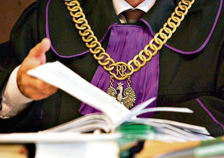 Postępowanie spadkowe – przed sądem czy u notariusza?
